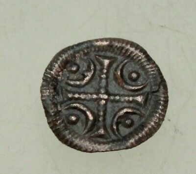 L6 Ungarn Medieval  AE  Coin 14mm 0.3g cross