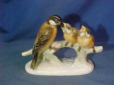Vintage HUTSCHENREUTHER Germany PORCELAIN Mother BIRD FEEDING BABIES Figurine