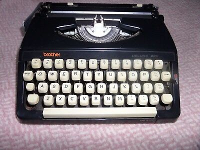 Brother Deluxe 220 Typewriter in case Good condition