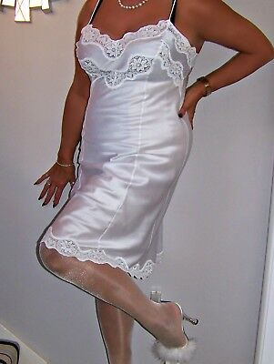 Stunning Luxury Vintage Ultra Femme Glossy White Lacy Full Slip.'david Nieper'