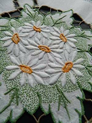 Lovely vintage hand embroidered Irish linen tablecloth - white Daisies