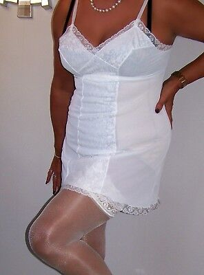 STUNNING VINTAGE ULTRA LACY SHEER WHITE NYLON FLIRTY MINI FULL SLIP. sz38.