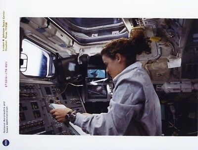 JULIE PAYETTE / Orig NASA 8x10 Press Photo - Shuttle Discovery STS-96