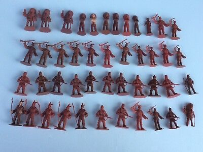 45 SOLDATINI TOYS SOLDIERS  DOMPLAST CANE INDIANI 90 mm
