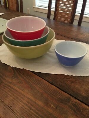 Set of 4 Vintage Pyrex Primary Colors Mixing Nesting Bowls Yellow Blue Green Red