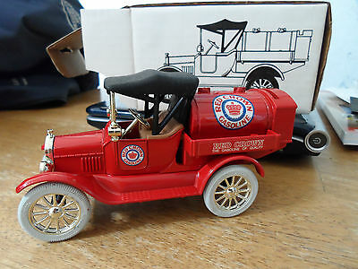 ERTL Red Crown 1918 Tanker Bank -Ford Model T Runabout Scale 1/25 Die-Cast Metal