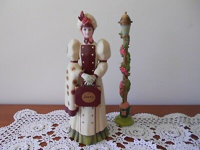 Avon Mrs. Albee Figurine 2006-2007 President's Club With Lamp Post