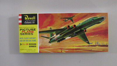 1:196 Il-38 All Jet Long Range IL-38 Bison Russian Bomber Revell 235-98