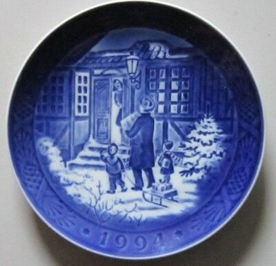 ROYAL COPENHAGEN, Christmas Plate 1994 Christmas Shopping  1 Quality
