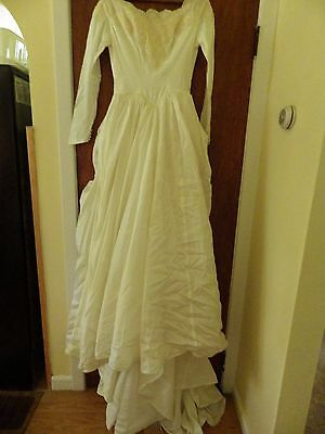 1950's Frothy Wedding Gown w Ruffled Back