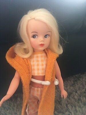 Vintage Pedigree Sidepart Sindy Doll In Seaside Sweetheart Outfit Beautiful!