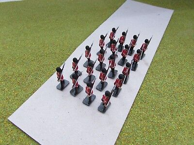 20 x 1/72 20mm British Marching Guards Painted
