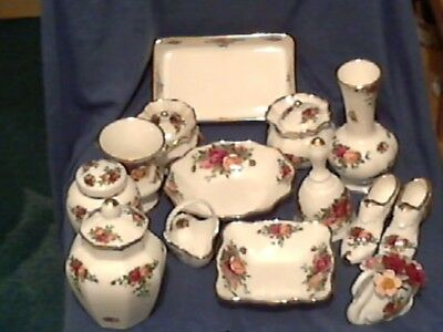 """Beautiful Royal Albert """" Old Country Roses """" Selection - 14 Pieces  -  England"""