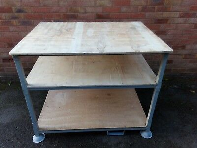 Features: This workbench adopt the high quality heavy duty steel construction ,