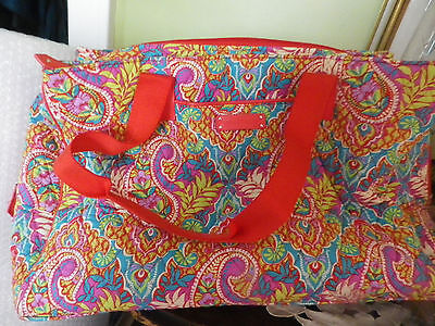 Beautiful VERA BRADLEY signature print triple compartment travel bag Great space