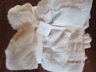 Pottery Barn Alpaca Faux Fur Throw In Ivory 50 X 60 Brand New