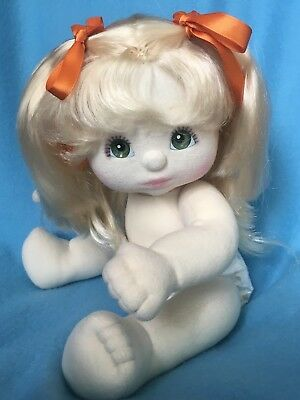 US Ponytail Girl <> Green Eyes <> Platin Blond Hair <> Very Good Condition
