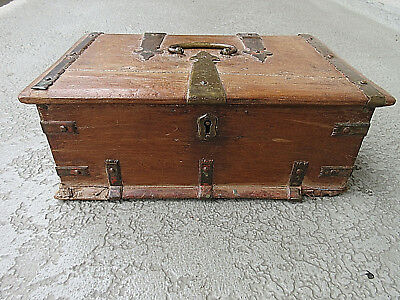 ENGLISH ANTIQUE, 1700-1800s COLLECTIBLE SHABBY CHIC WOOD STRONG BOX wLOCK NO KEY