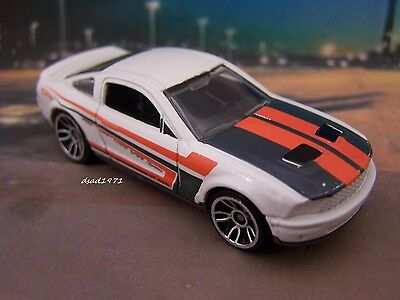 Hot Wheels 2007 Ford Mustang Shelby GT-500  package fresh  X