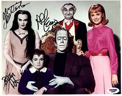 THE MUNSTERS signed 8x10 Cast Photo PSA/DNA #D35634 3 OF 5 SIGNATURES