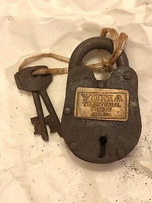 Yuma Prison Gate Cast Iron Padlock WITH KEYS WORKING lock rusty dirty