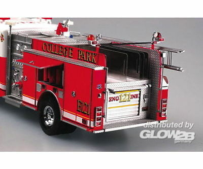 Trumpeter 02506 American LaFrance Eagle Fire Pumper 2002 in 1:25