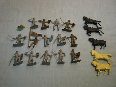 Vintage Lot Of 19 Small Plastic Toy Gladiators - Knights In Armor With Horses