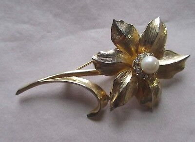 Vintage gold tone Boucher Narcissus brooch with rhinestones and faux pearl
