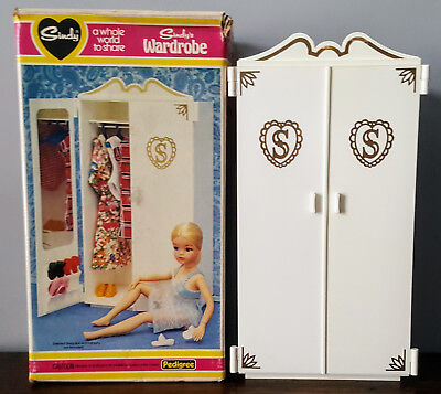 Vintage 1980 boxed Pedigree Sindy doll wardrobe 44502