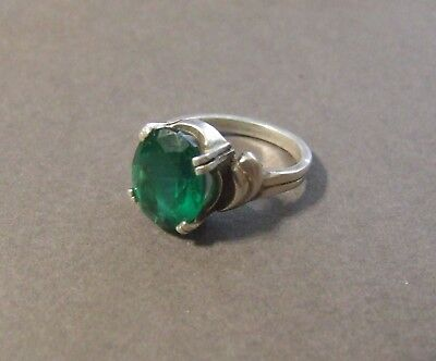 Vintage Sterling Silver Emerald Green Stone Ring Sz 9 (K8)