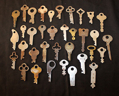 Lot of 35 VINTAGE FLAT KEYS STEEL LOCK DOOR ANTIQUE KEY