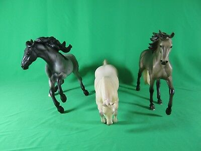 lot of 3 Breyer Traditional 12 x 9 Model Horses NEWSWORTHY SHOW PONY, BANDIT +