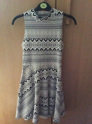 pretty girls sleevelees black and white patterned dress from topshop size uk 8