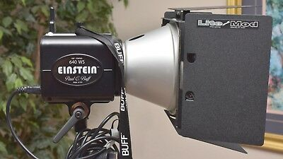 Paul C Buff Einstein E640 flash w/Cyber Commander Mini Vagabond Buff Barn doors