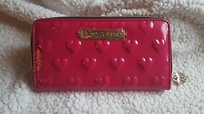 NWT BETSEY JOHNSON WOMEN HOT PINK HEART PATENT ZIP AROUND WALLET Fushia