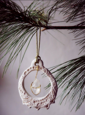 """NEW Free People Etched Wreath with Raw Stone Christmas Xmas Ornament 4.5"""""""