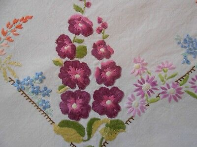 Stunning  Very Good Quality Vintage Linen Hand Embroidered Tablecloth