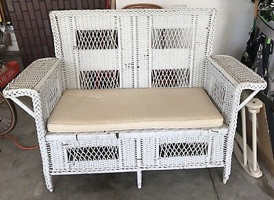 Antique Vintage White Wicker Patio Furniture with Cushion