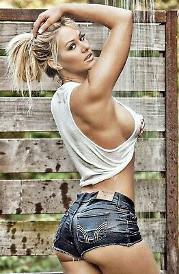 D39A_Sexy_Pin-up_Shapely_Blonde _Wet in outdoor shower _ NEW 7 x 5 PHOTO PRINT