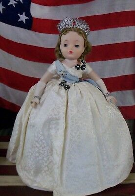 Beautiful 1950's Vintage Madame Alexander Cissy Queen Doll