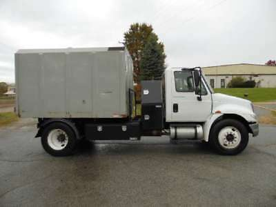 2003 International 4200  2003 Chipper Truck Used VT365 6-SPEED Diesel 4X2 White