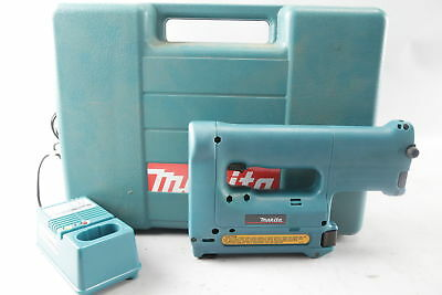 Makita T220D 9.6V Cordless Stapler w/ Case & Charger