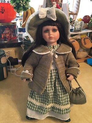 """Porcelain Collectible Cassandra Doll Series 2005 16"""" Green Dress And Eyes"""