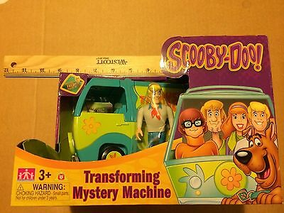 Cartoon Network Transforming Mystery Machine With Fred Figure Scooby-Doo.