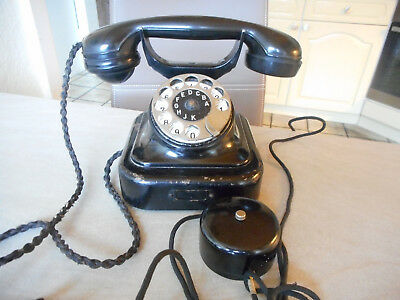 Altes Telefon W 28 RB & Co von 1954. Metall, Bakelit u. Emaille