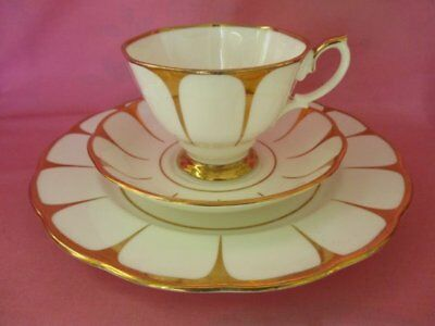 Beautiful Vintage Royal Vale White Gold Strike Daisy Flower China Tea Cup Trio