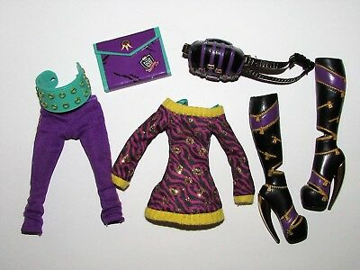 Clothing etc from Monster High School's Out Clawdeen Doll