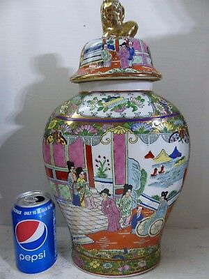 Very Beautiful Chinese Vase With Red Seal Mark - Very Pretty Decoration - Rare