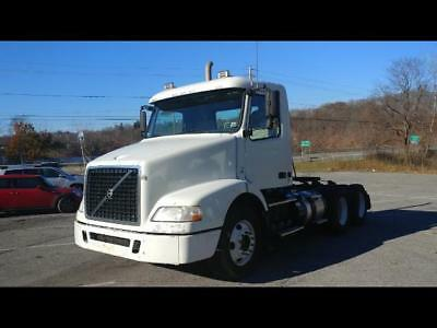 2011 Volvo VNL64T300 Day Cab 366k miles 6 month warranty
