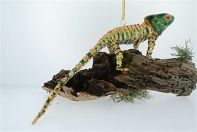 Kubla chameleon-Mmulti-colored. Articulated. Reptiles. Lizards.